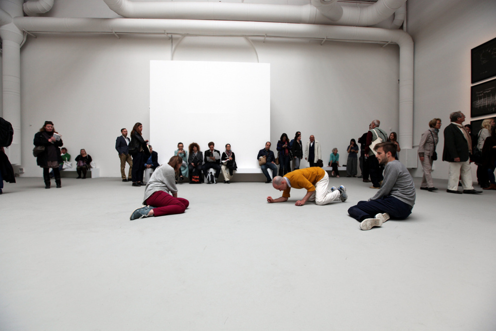 One of Tino Sehgal's performance/actions in the Central Pavilion. (Photo: br1dotcom/ Bruni Cordioli flickr)