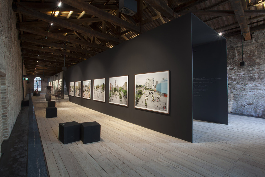 The spacious, graphic installation in the Arsenale. (Photo: Torsten Seidel)