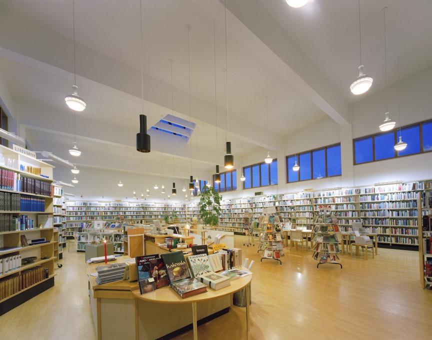 The library contains books, magazines and newspapers from all Nordic countries. (Photo: Guðmundur Ingólfsson)