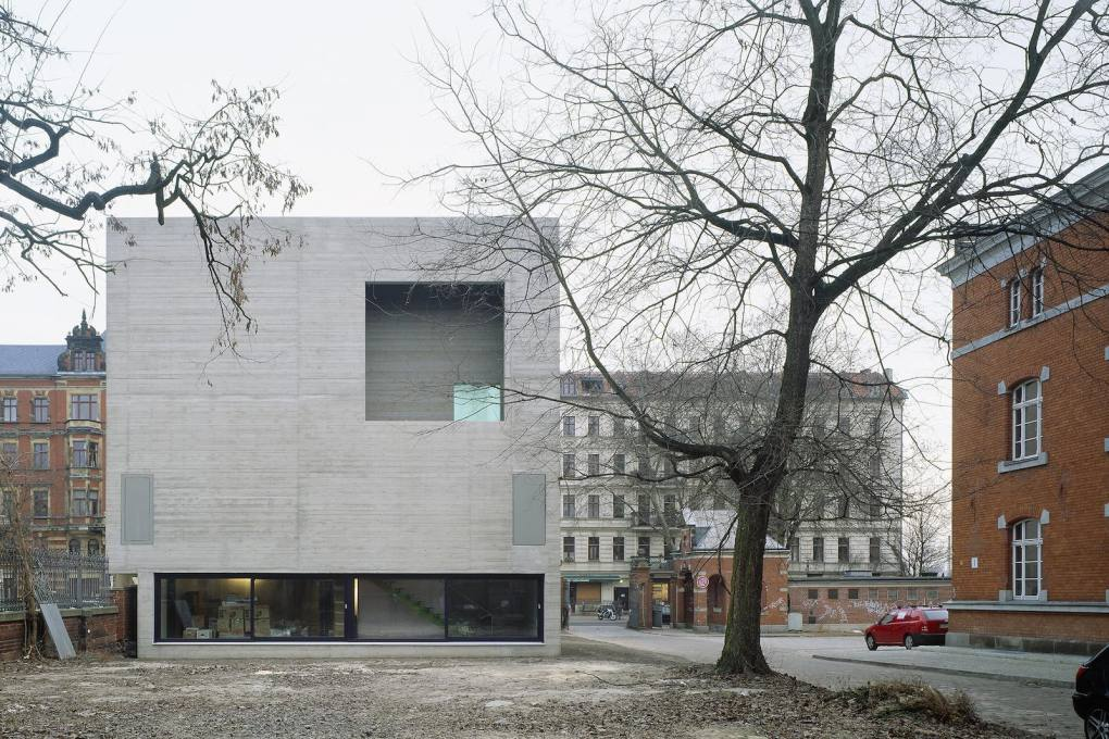 Atelier Katharina Grosse, Berlin from 2007 by augustinundfrankarchitekten. (Photo: Werner Huthmacher, Courtesy augustinundfrankarchitekten)