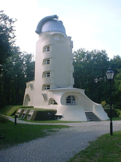 A bit of organic-expressionism. The Einstein Tower in Potsdam today. (Photo: Wikipedia commons)