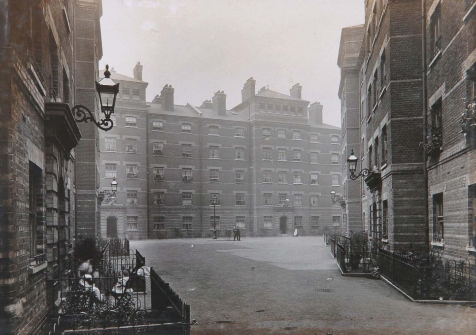 Bethnal Green estate opened in 1910. Unlike earlier estates, each flat had its own WC, although laundry and bathing facilities were still centralised. It was designed by W. E. Wallis. (Photo: © Peabody)