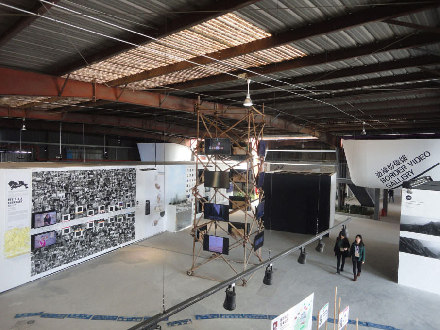 A view of the exhibitions in the Border Warehouse. (Photo: Merve Bedir)