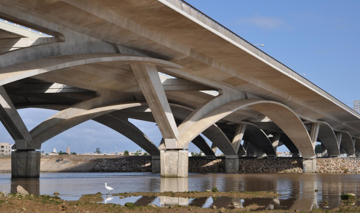 While the Hassan II Bridge in Morocco clearly is an infrastructural project... (Photo: Marc Mimram)