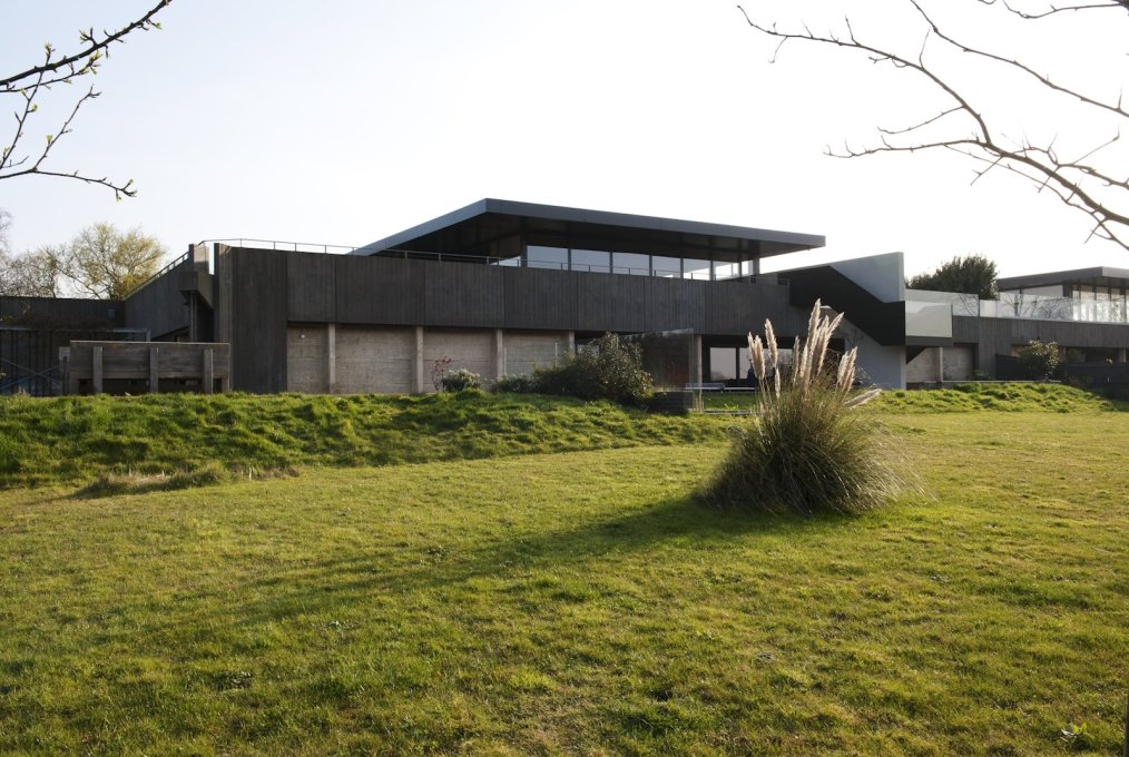 """Kent Reservoir"", 2008. House designed for Dinos Chapman by Brinkworth. (Photo: Louise Melchior, Courtesy Brinkworth)"