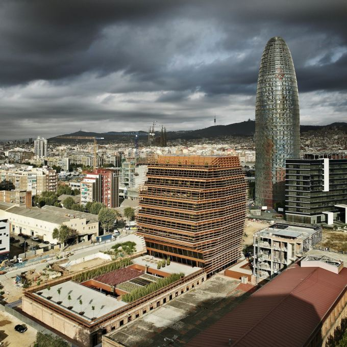 22@ is a new development situated in — on top of — the old industrial zone of Poble Nou. (Photo © Batlle i Roig Architects)