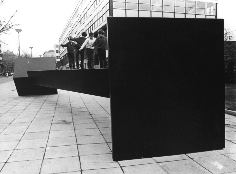 Garth Evans, steel sculpture for the City Sculpture Project, 1972, Cardiff (© Garth Evans)