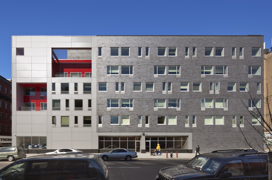 The Brook in the Bronx, New York City: it repairs the urban fabric by re-establishing the street façade. (Photo courtesy Alexander Gorlin Architects)