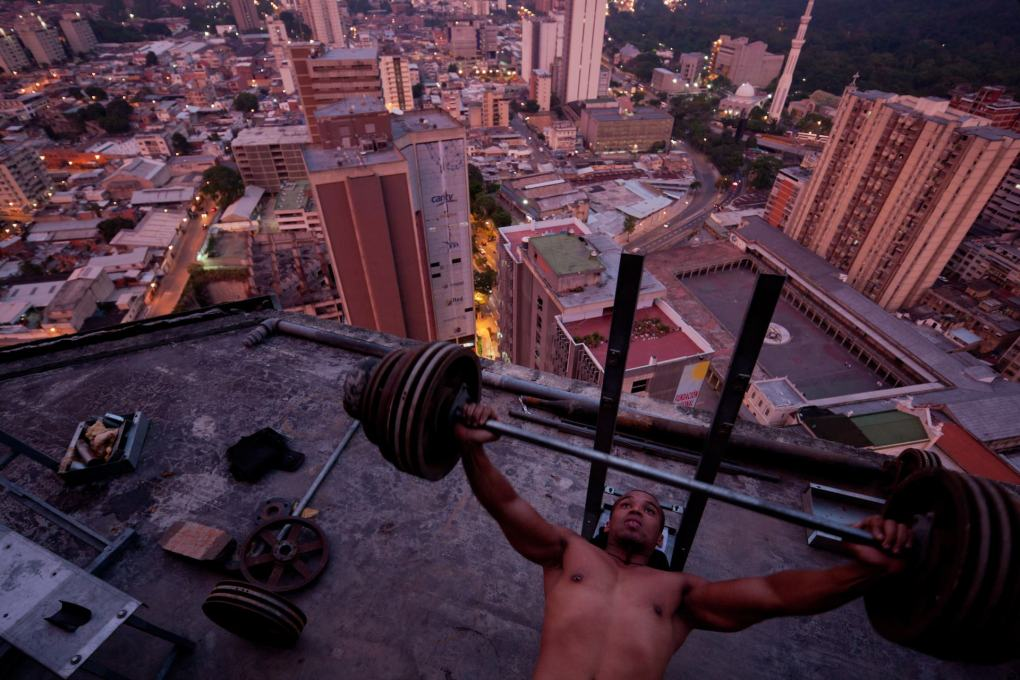Weight-training in the Torre David (Photo: Iwan Baan)