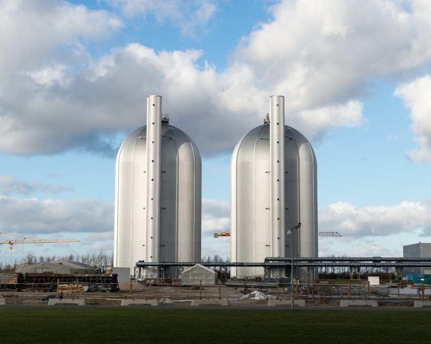 The Aesthetics of Function: Avedøreværket power station's storage tanks for the district heating of hot water. (All photos © Alastair Philip Wiper)