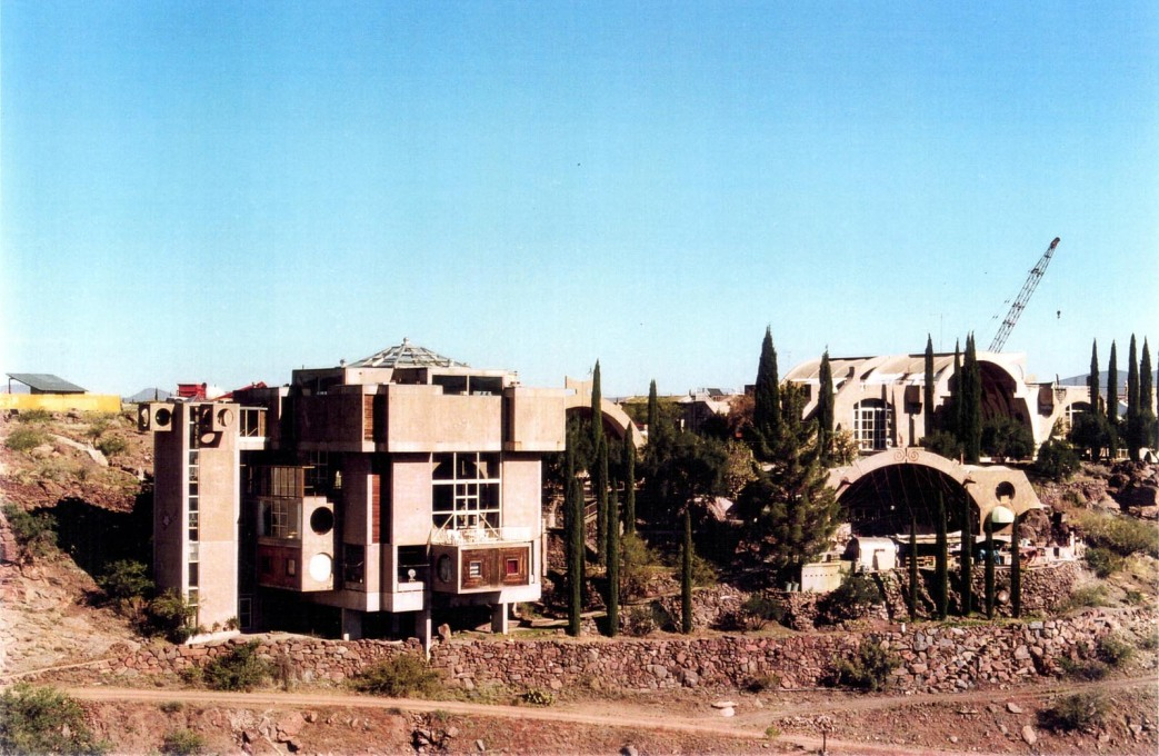 Arcosanti: the visitors' centre is on the left next to two large open halls for the bell foundry and events. (Photo: Oliver Elser)
