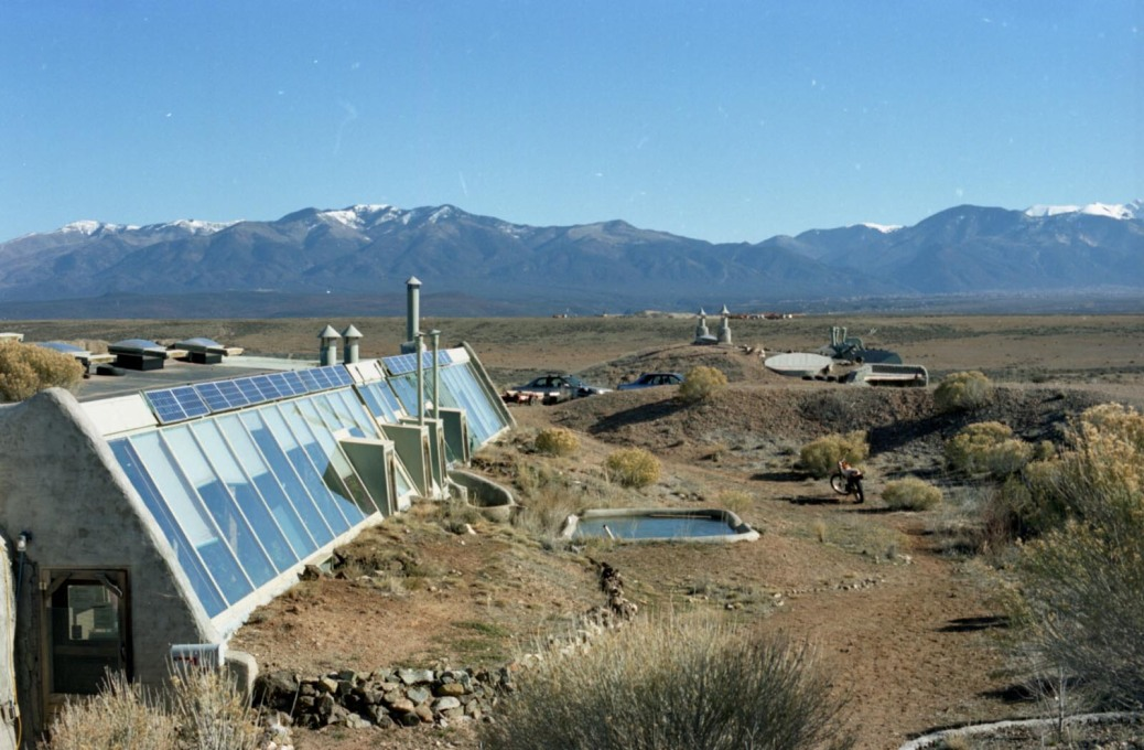 More Earthships. (Photo: Oliver Croy)