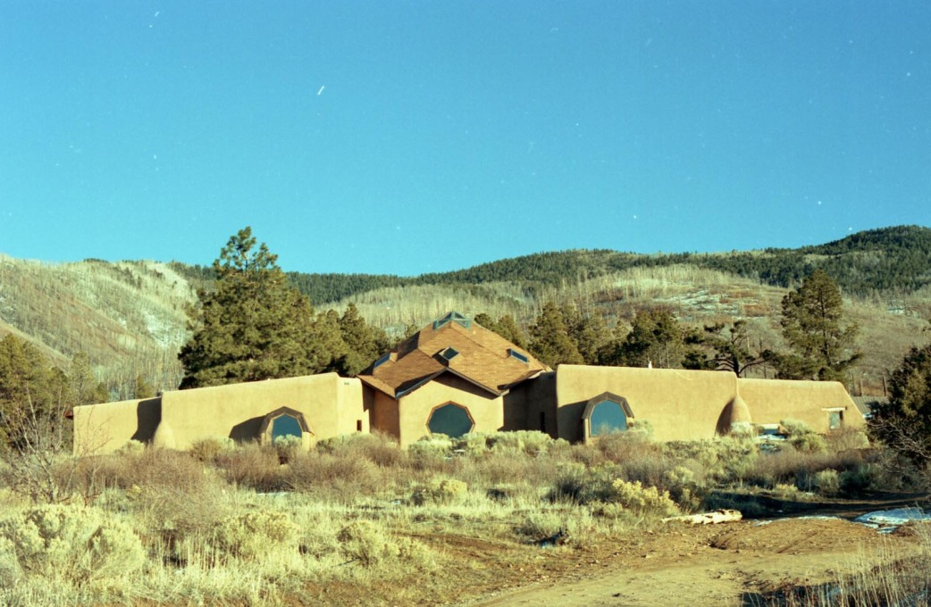 "Lama Foundation: the central ""Prayer Dome"", the first building erected by the communards in 1970. (Photo: Oliver Croy)"