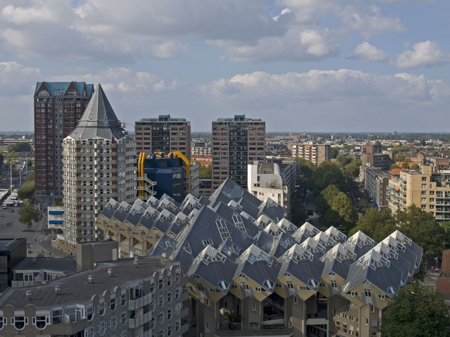 "Yet while the ""kubuswoningen"" compete in the urban cacophony of central Rotterdam... (Photo: Ymblanter/Wikimedia Commons License)"