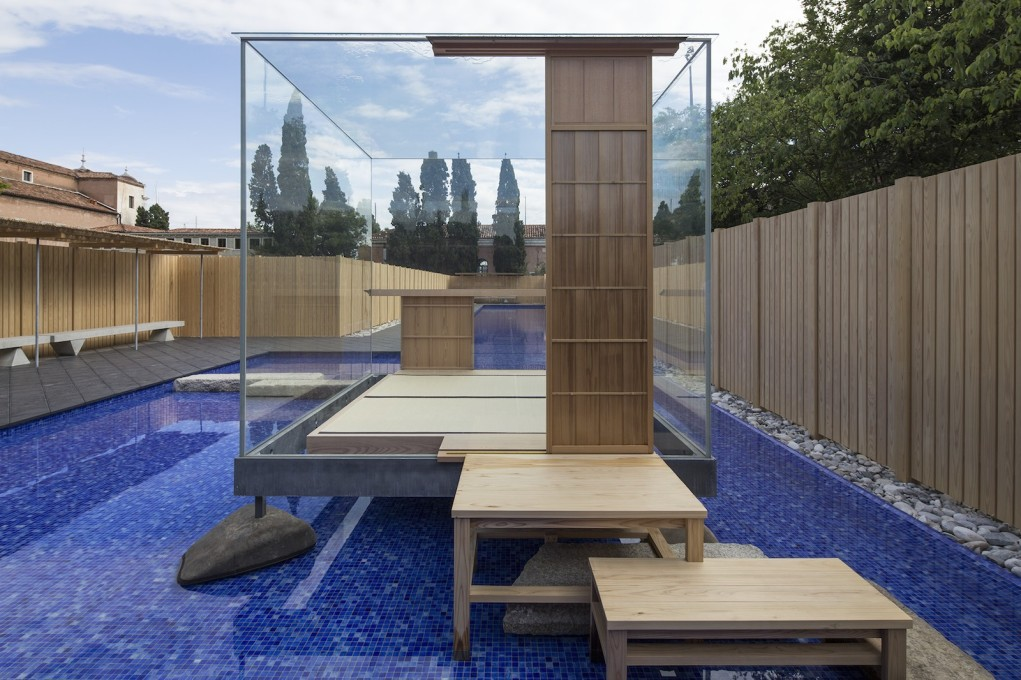 "The Glass Tea House ""Mondrian"" © Hiroshi Sugimoto + New Material Research Laboratory, courtesy Le Stanze del Vetro. (Fondazione Giorgio Cini and Pentagram Stiftung)"