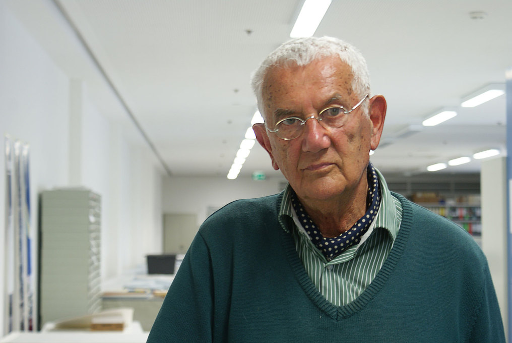 Georg Kohlmaier in his studio, 2015. (Photo: Luise Rellensmann)