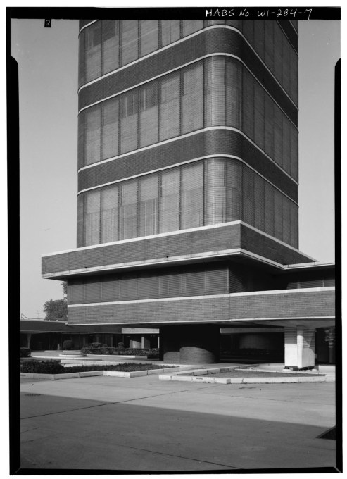Glass dominates the façades of the Research Tower, rather than brick, which appears as thin bands. (Courtesy of the Library of Congress)