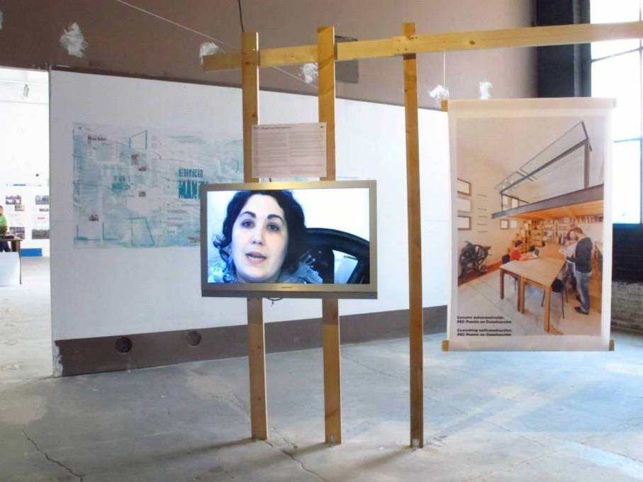 Exhibition room featuring a video by PEC (Puesto en Construction) and a poster of ARTERIA project by Edificio Manifesto. (Photo © Eme3)