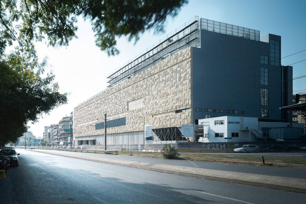 The recently revealed façade on Kallirois Avenue of the future National Museum of Contemporary Art in Athens, has been covered in stone to recall the bed of the river that once flowed next to it. Photo: George Messaritakis