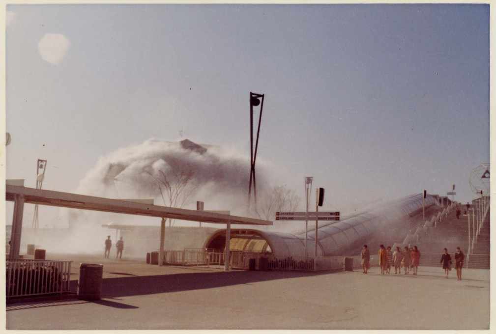 "First test of the ""Fog Sculpture"" by artist Fujiko Nakaya engulfing the pavilion. (Photo: Fujiko Nakaya, courtesy E.A.T.)"