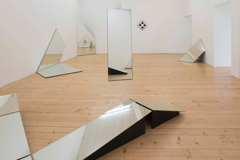 The spare gallery architecture is reflected back in a room in which eleven objects – mirrors supported by MDF and one abstract painting – distort a clear assessment of the space. (Photo: Primula Bosshard)