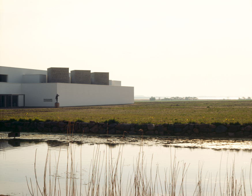 Fuglsang Kunstmuseum, Lolland, Denmark, 2008. The museum sits distinct but connected to its broad flat agricultural landscape setting, close to the sea. (Photo: Peter Cook)