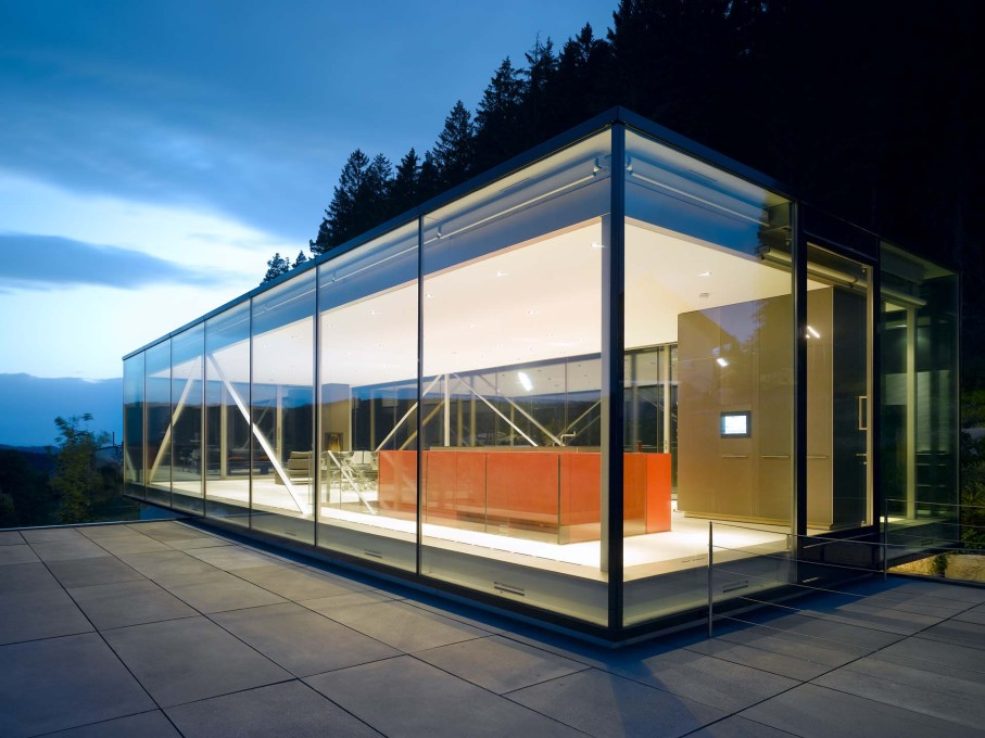 In energy terms, the private residence H16 by Werner Sobek, 2006, is entirely self-sufficient and the climate concept allows emission-free heating and cooling. (Photo: Zooey Braun, Stuttgart, courtesy Werner Sobek)