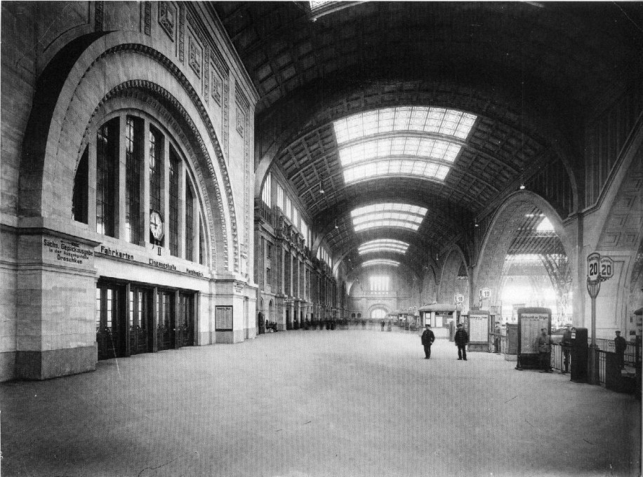 It may be comparing apples and oranges, but the public transport aesthetics in Leipzig back in 1916 certainly had wow-factor. (Photo: Atelier Hermann Walter/Stadtgeschichtliches Museum Leipzig)