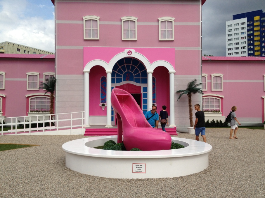 A giant pink pump-cum-fountain attracts attention as visitors enter the space, a project initiated by Mattel, the manufacturer of Barbie and EMS Entertainment, a multinational event company. (Photo: Nathalie Janson)