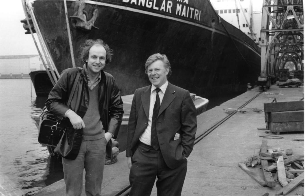 Stephen Willats (left) at the London Docklands with a member of staff from the Port of London Authority, 1978. (Photo: artist's archive)