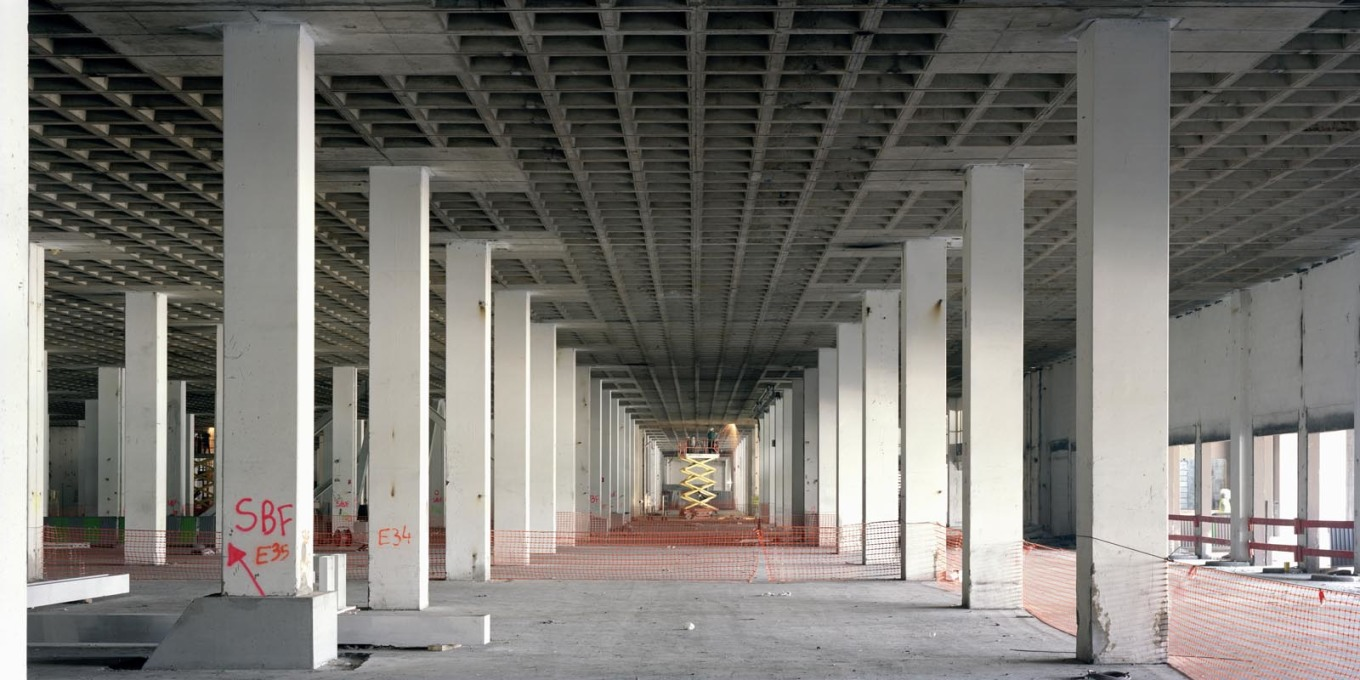 From the start its massive structure of concrete columns and beams was designed to be able to support a further four to five storeys above. (Photo: Cyrille Weiner)