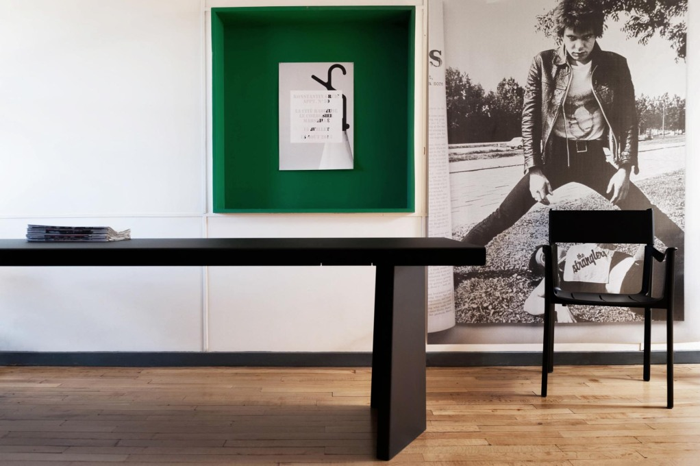 A black PALLAS table and VENICE chair perfectly proportioned to the narrow nautical-feel dimensions of the apartment. (Photo: Philippe Savoir / Fondation Le Corbusier / ADAGP, Paris, 2013)