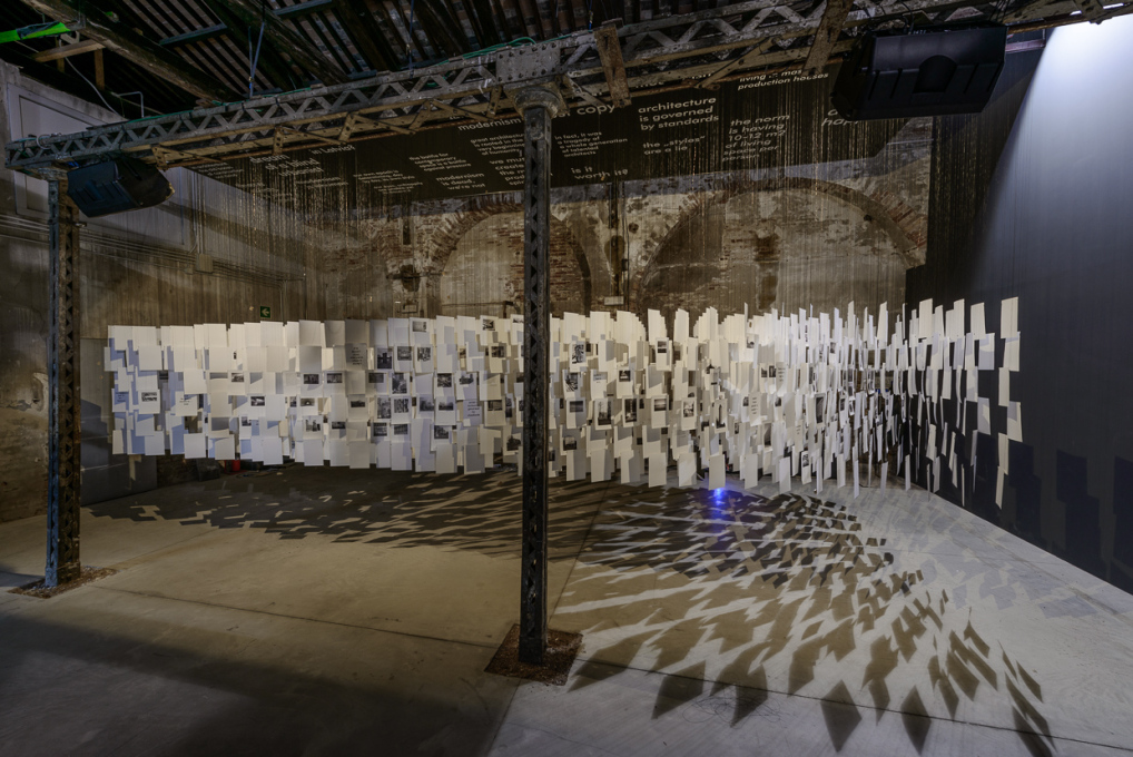 The Latvian contribution to the 14th Architecture Biennale in Venice is a forest of paper sheets hanging from the ceiling ... (Photo: Andrea Avezzù / la Biennale di Venezia)