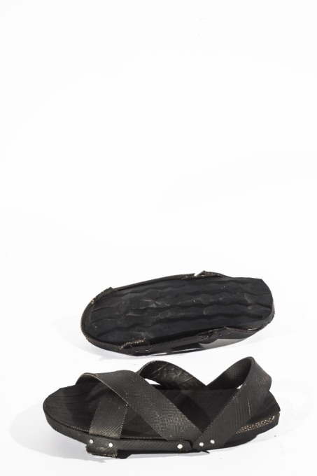 Akala – sandals made from old car tyres. (Photo © Francesco Giustu and Filippo Romano, LaTriennale di Milano)