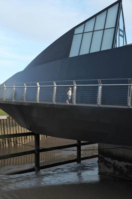 The distinctive boat-like hull of the bridge. (Photo: Timothy Soar)