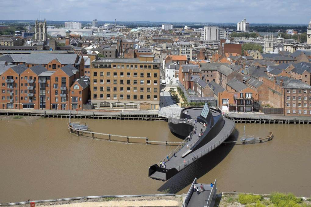 The distinctive shape of the Scale Lane Bridge is cantilevered across the River Hull, pivoted from one bank, like a giant comma. (Photo: Timothy Soar)