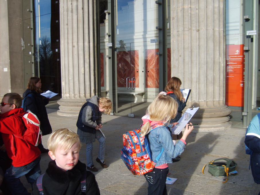 Younger urban enthusiasts also get their chance to participate as Kleine Baumeister facilitiate a number of children's tours through the city centre. (Photo: © Kleine Baumeister)