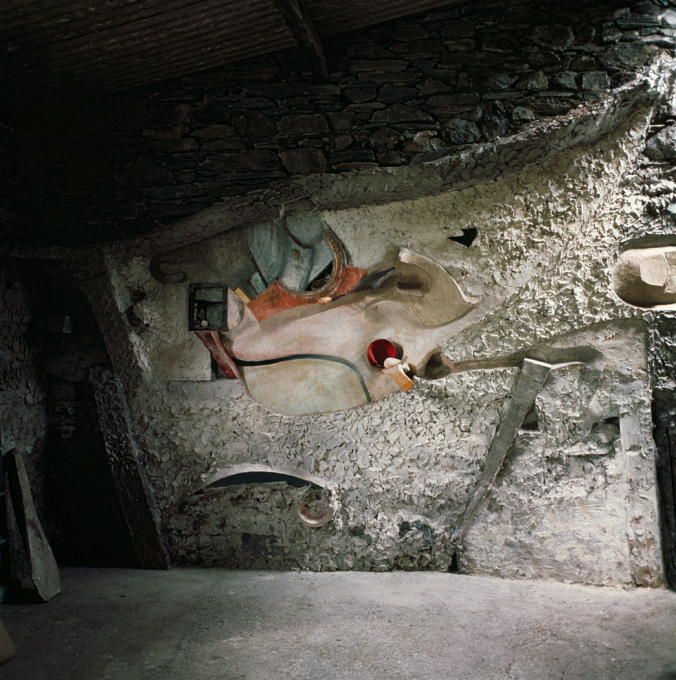 Kurt Schwitters' artwork in the Merz Barn when it was in situ. The piece is made from plaster, paint and objects that Schwitters found nearby, including stones, twigs, a metal grill and a tin can. (Photo: Jane Hyslop)