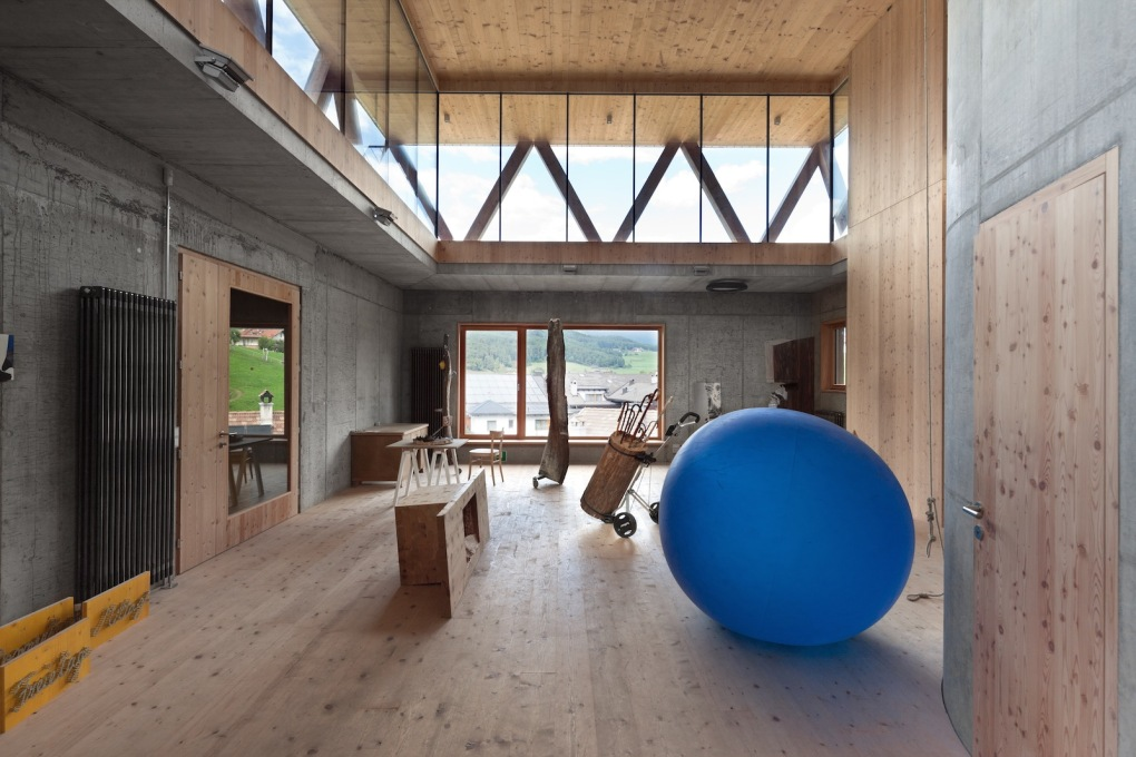 Interior – with giant Swiss Ball? (Photo: Marco Zanta, Courtesy MoDus Architects)