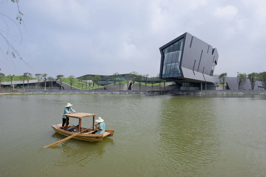 It's most distinctive feature is a shoebox-shaped protrusion cantilevered 45 metres out over the water like a dragon's rearing head. (Photo: Iwan Baan)
