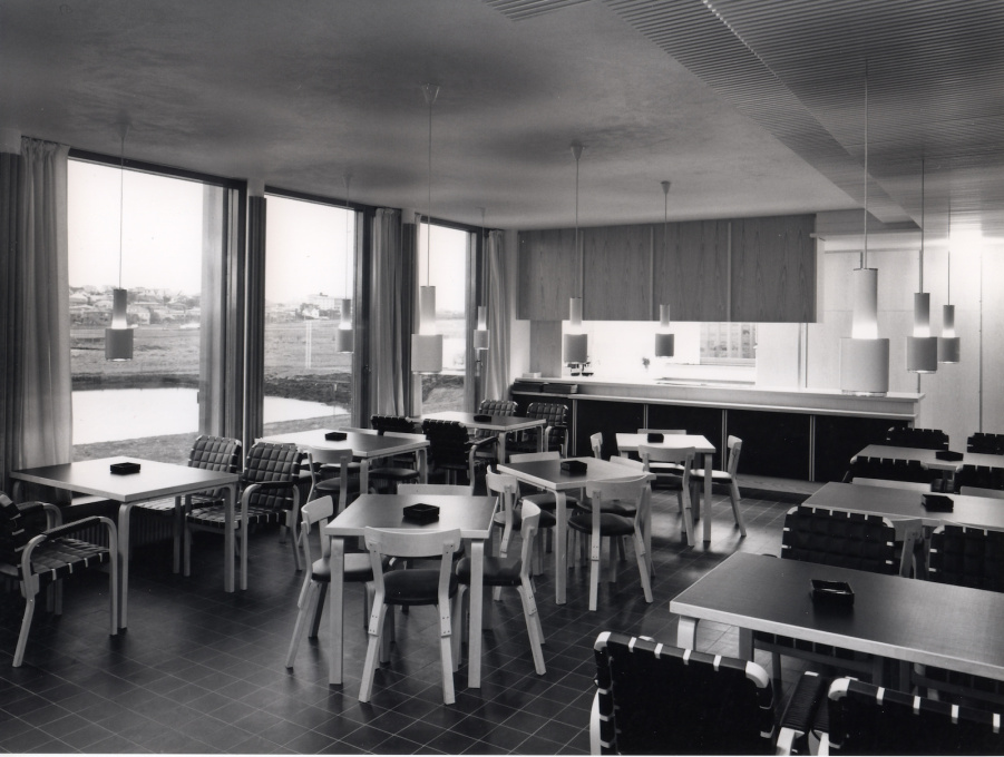 ...and to the interior furnishing with Artek chairs, tables and light fittings all designed by Aalto.