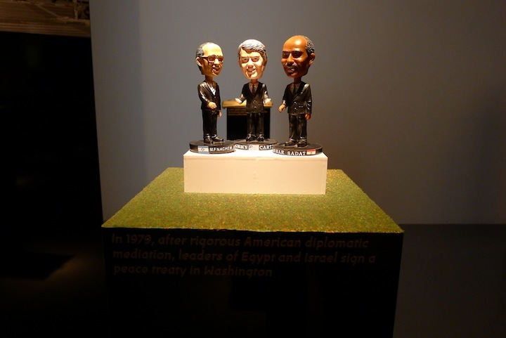 Bobble-head dolls of Anwar Sadat, Menachim Begin and Jimmy Carter represent the 1979 peace treaty between Israel and Egypt, as mediated by US involvement. (Photo: Benedikt Hotze)