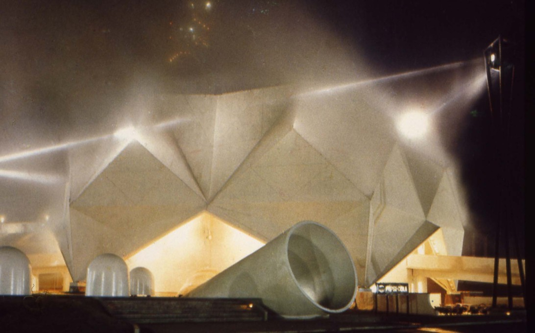 "Night-time exterior showing Nakaya's ""Fog Sculpture"" and Robert Breer's ""Floats"", white domed sound sculptures moving slowing around the plaza (Photo: Shunk-Kender, © Roy Lichtenstein Foundation, courtesy E.A.T.)"