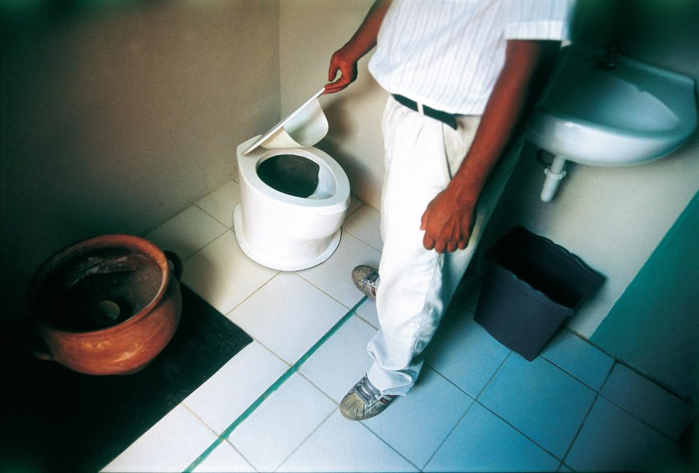 """Dry Toilet"" radically reduces water usage by local barrio residents. (Photo: Andre Cypriano, courtesy Liyat Esakov and the artist)"