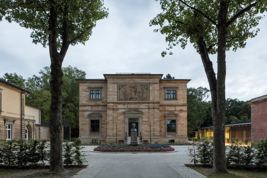 The tree-lined path leading to the grand entrance of Richard Wagner's former home, Haus Wahnfried, with the new museum entrance and extension positioned more subtly to stage right. (All photos ©Marcus Ebener)