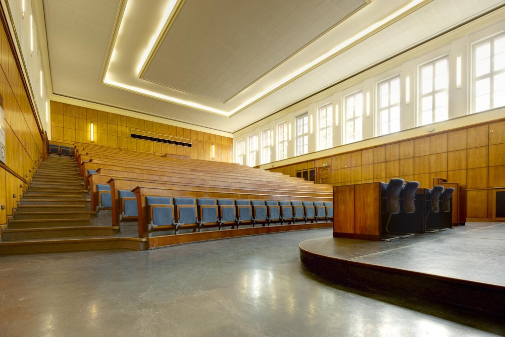 The first floor lecture hall was rebuilt in the 1950s after wartime bomb damage. (Photo: Klaus Peter Hoppe, © Infraserv Höchst GmbH & Co. KG)