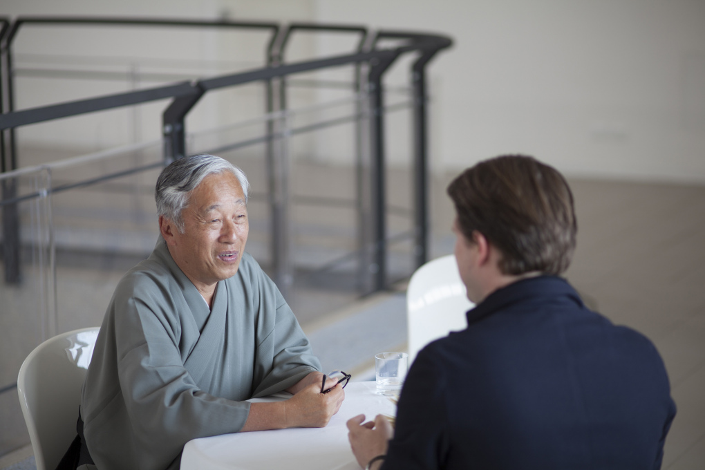 Later, Hiroshi Sugimoto sat down to chat with Norman Kietzmann. (Photo: Torsten Seidel)