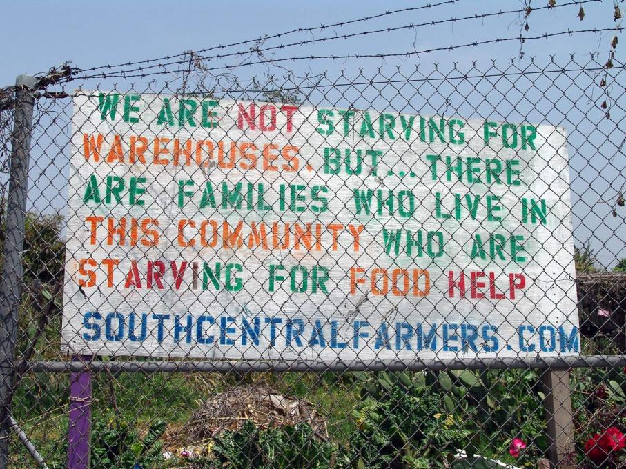 Protestors posted signs on the outskirts of the farm, asking the community for support. (Photo: Jonathan McIntosh)