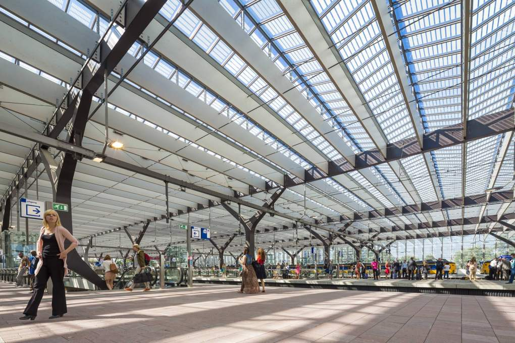 The glazed roof has echoes of the greenhouses that cover so much of the Dutch landscape. Photo: Jannes Linders