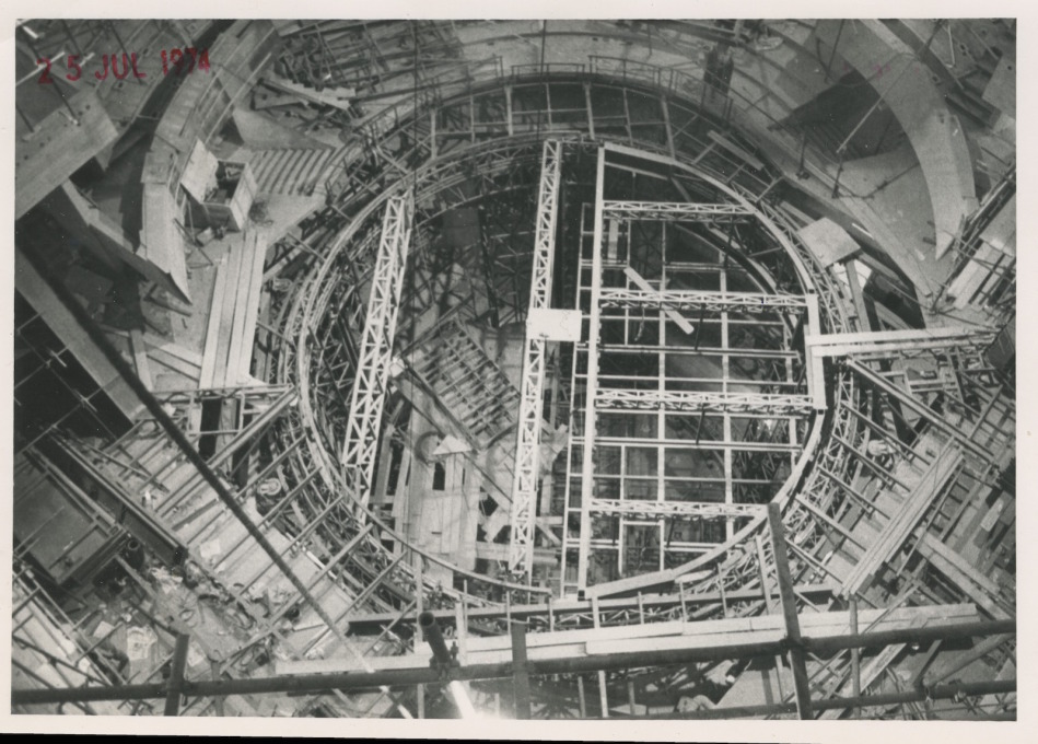 The drum revolve at the Olivier Theatre (the NT's largest auditorium) would eventually be five storeys high to facilitate spectacular effects for the theatre's large-scale productions. (Photo courtesy NT Archive)
